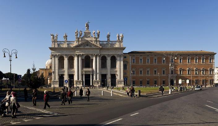 Латеранский дворец - бавшая резиденция Папы Римского