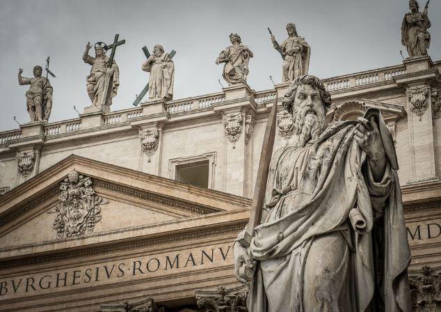Статуи на фасаде Собора Святого Петра