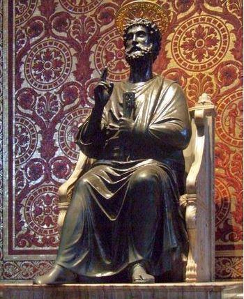 Бронзовая статуя Святого Петра в Соборе Святого Петра